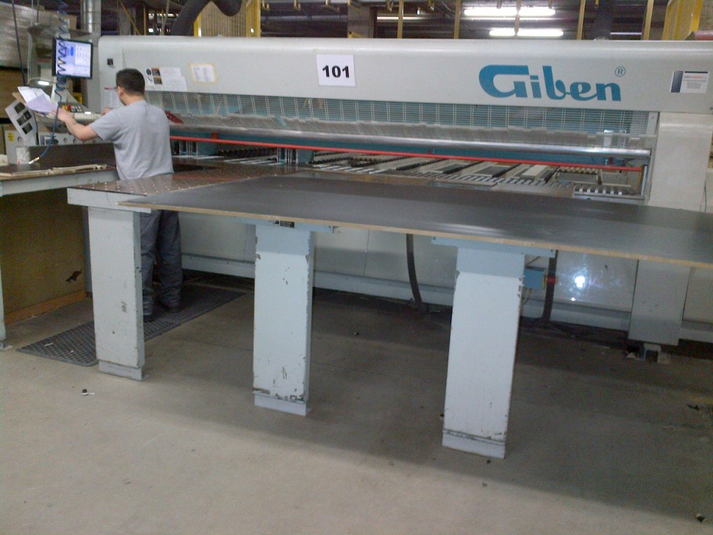 Giben Y-3000/SPT Rear Load Program Gripper  Panel Saw, 2003