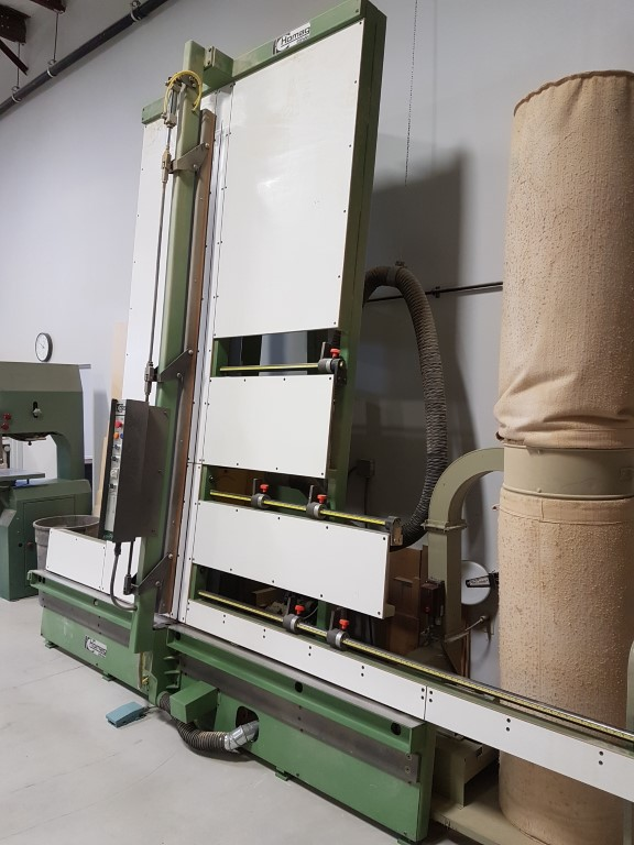 Homag  FV 25 automatic vertical saw with jump scoring,